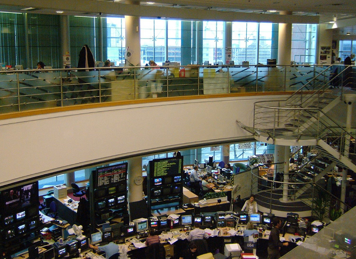 Image of broadcast newsroom by Adele Prince; used under CC by 2.0