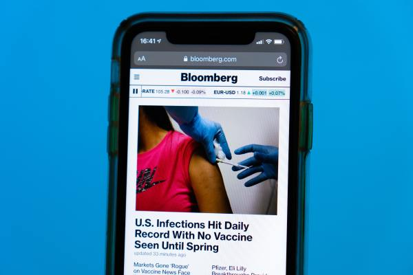 Smartphone displaying a Bloomberg news story about COVID-19 infections